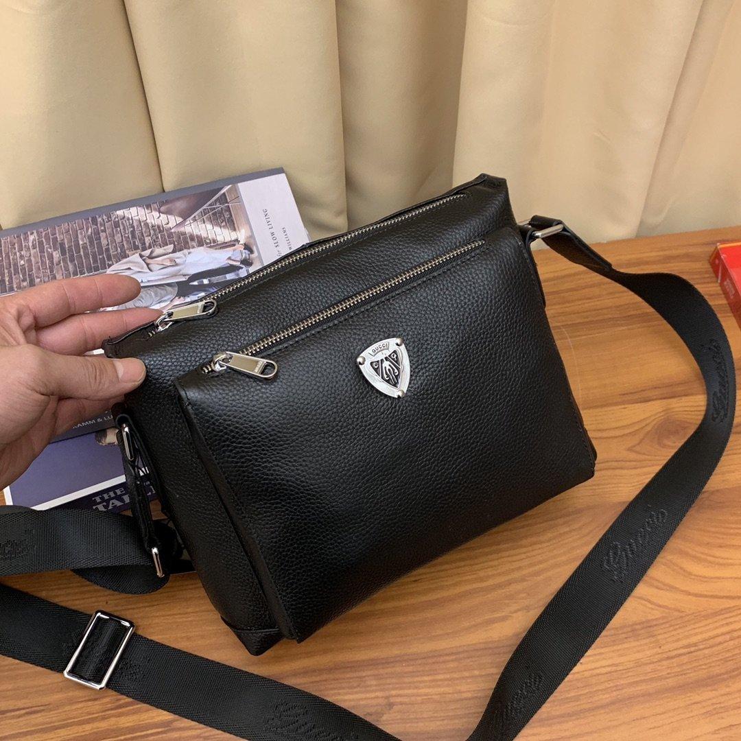 ボディバッグ メンズ ブランド 偽物-グッチ 黒 斜めがけ鞄 シールドロゴ ショルダーカバン 新品 大人気2020 コピー店舗